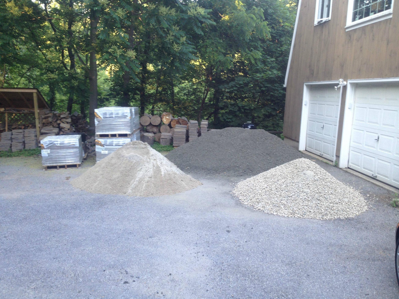 las piedras gruesas se son una buena eleccin para crear el suelo de la zona donde ir la barbacoa en este lugar se va a manipular comida y bebida