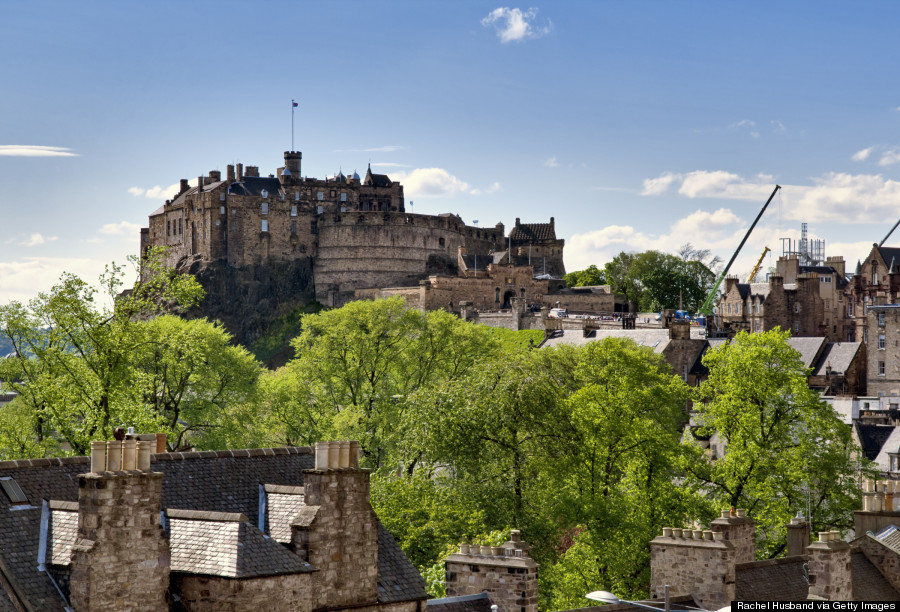 o-OLD-TOWN-OF-EDINBURGH-900