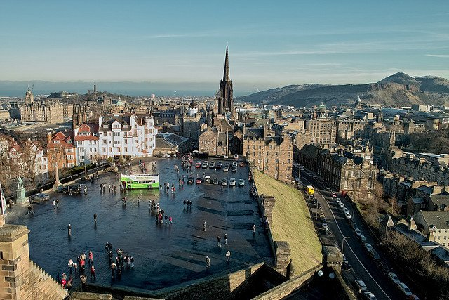 o-OLD-TOWN-OF-EDINBURGH-901