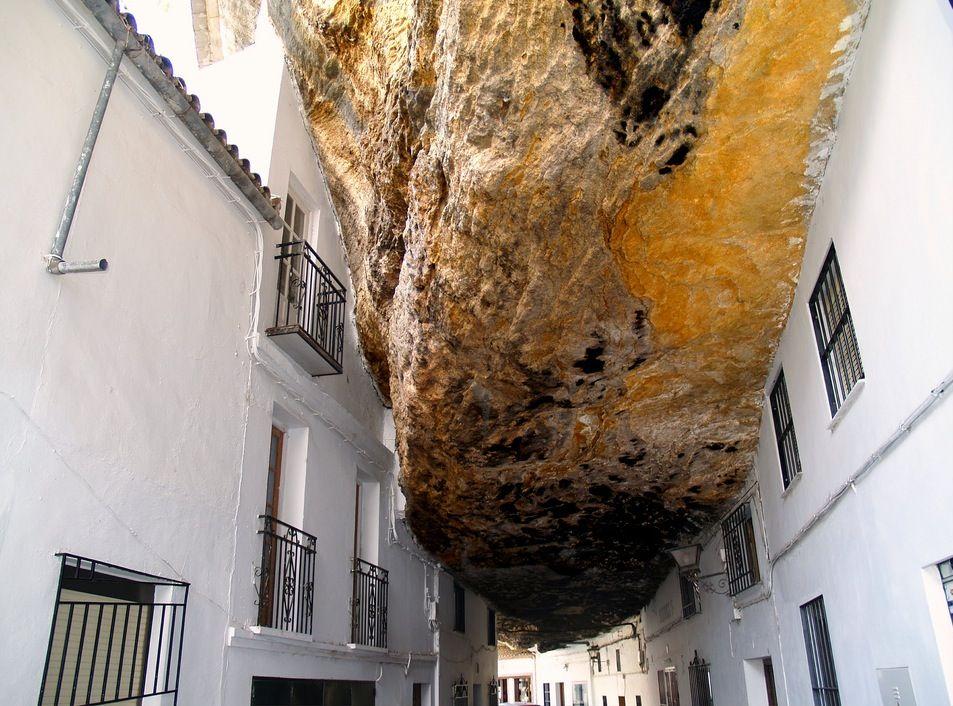 roca-setenil-de-las-bodegas-1