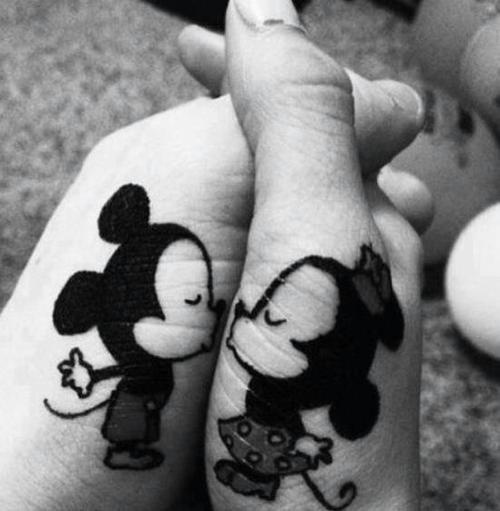 12.-mickey_and_minnie