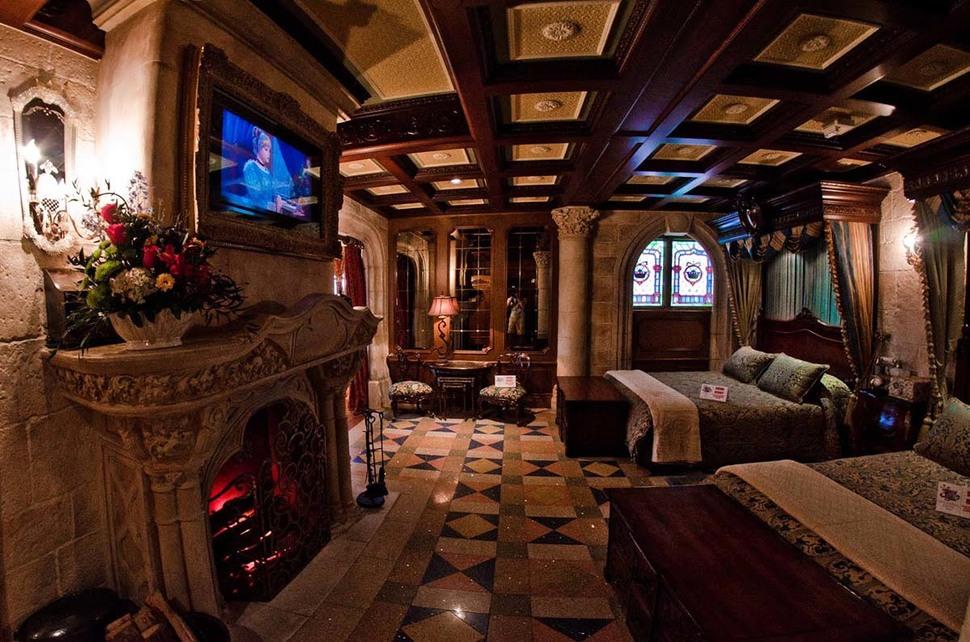 44.-cinderellas-castle-suite