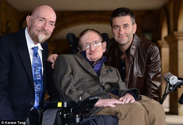 Kip Thorne, a la izquierda, posando junto con el famoso físico Stephen Hawking