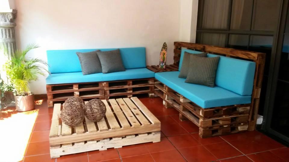Muebles para toda la casa fabricados reciclando palets la voz del muro - Decorar terrazas reciclando ...