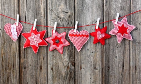 10 creativas manualidades para decorar tu casa cuando - Adornos navidenos de tela ...