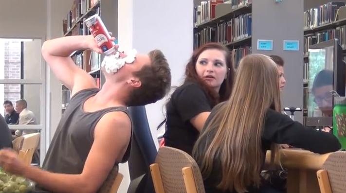 ruido-biblioteca-broma