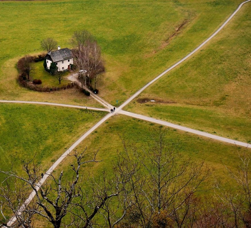 tiny-house-fairytale-nature-landscape-photography-36__880