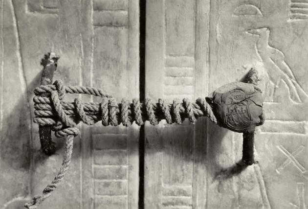 Sello intacto de la tumba de tutankamon Momentos_historicos32
