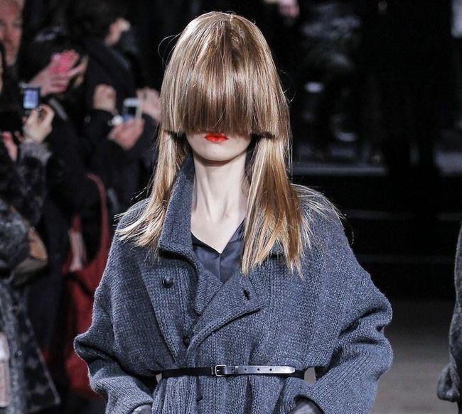 Mirar las máscaras contra la caída de los cabello