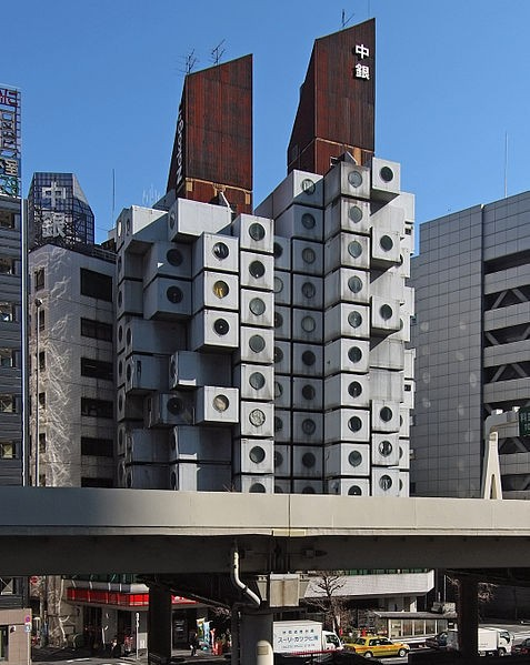 Nakagin Capsule Tower, diseñado en 1972 por el arquitecto  Kisho Kurokawa