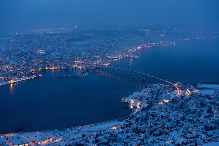 Winter darkness over Tromsø 2