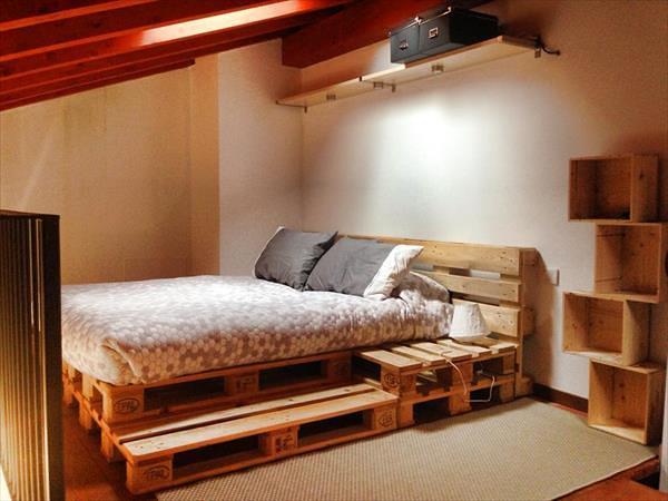 las camas realizadas con palets son ideales para las buhardillas y dormitorios de adolescentes