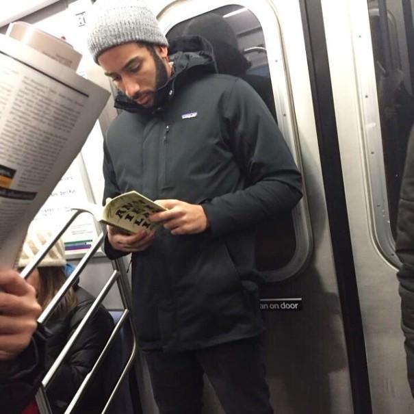 chicos_leyendo_metro_instagram_13