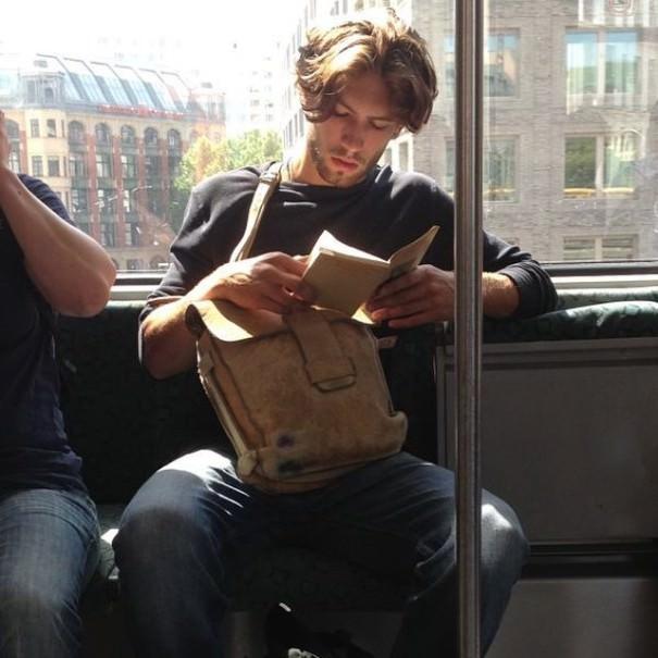 chicos_leyendo_metro_instagram_2