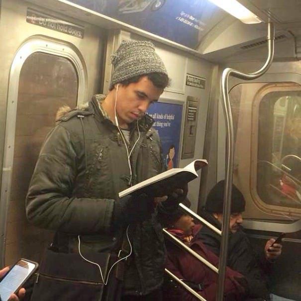 chicos_leyendo_metro_instagram_3