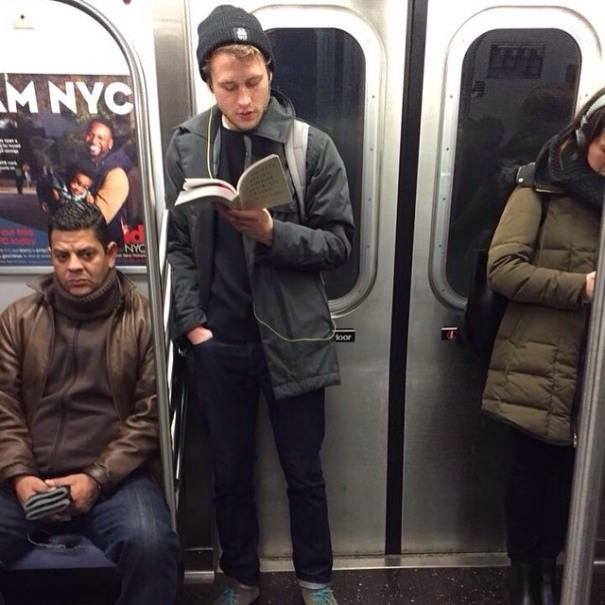 chicos_leyendo_metro_instagram_4