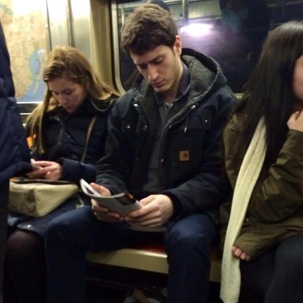chicos_leyendo_metro_instagram_9