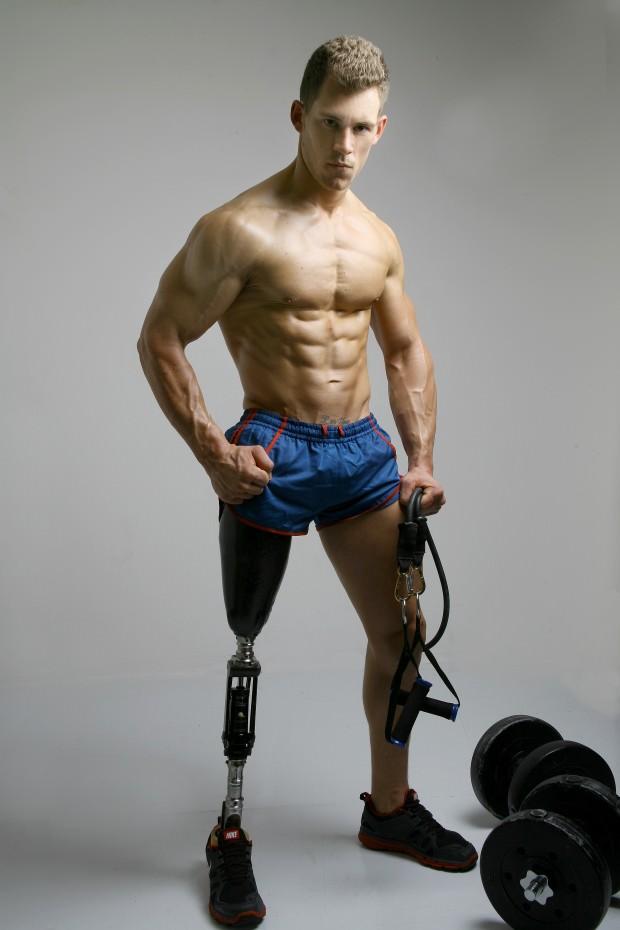 modelo masculino amputado5