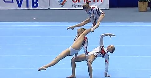 https://lavozdelmuro.net/3-gimnastas-desafiando-los-limites-del-equilibrio-con-un-ejercicio-que-roza-perfeccion-1/