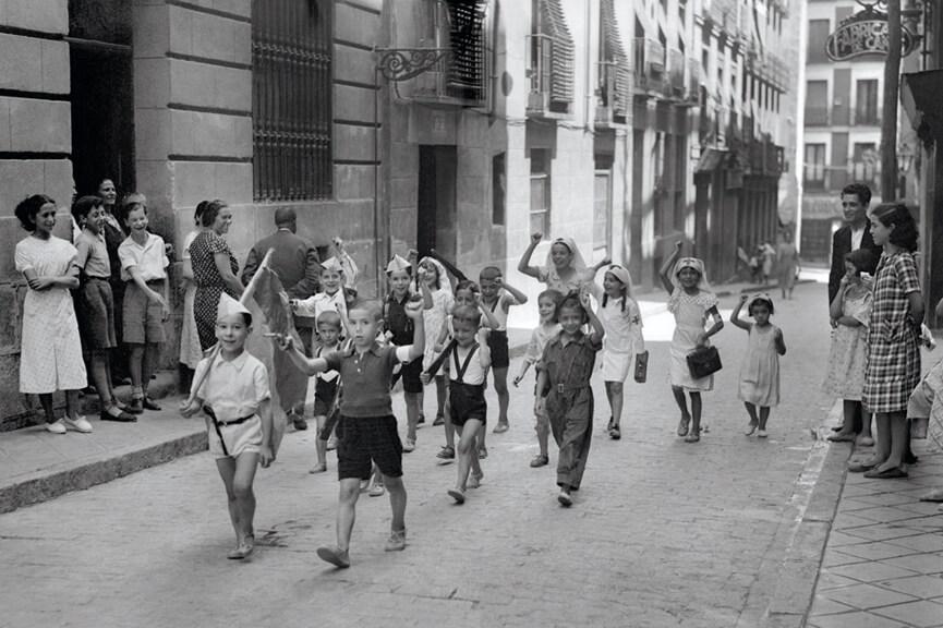 1936_Ninos_jugando_barrio_Lavapies