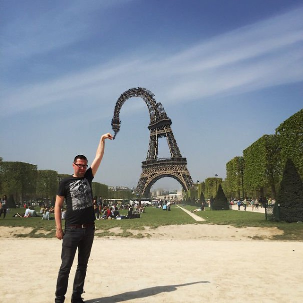 photoshop-eiffel-tower-tourist-photo-sid-frisjes-152