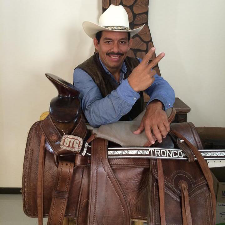 buscas-trabajo-politico-mexicano-busca-doble