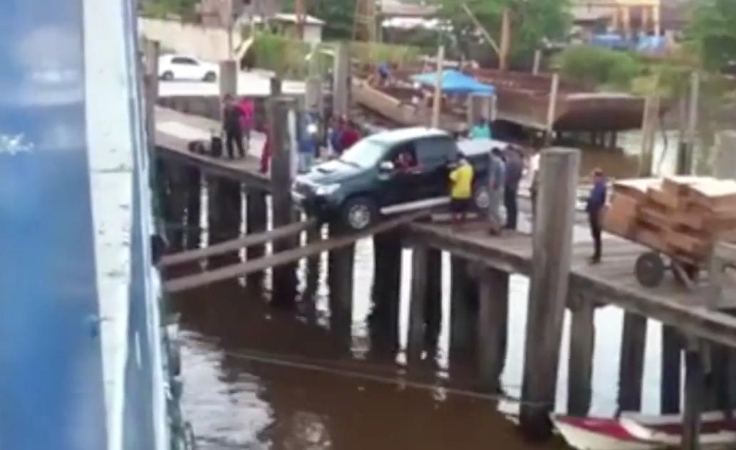 cargar-coche-barco