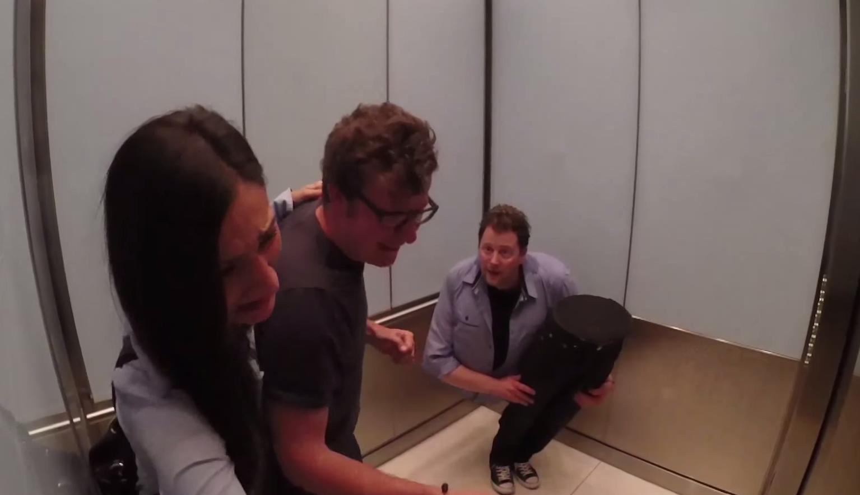 mago-se-parte-en-ascensor