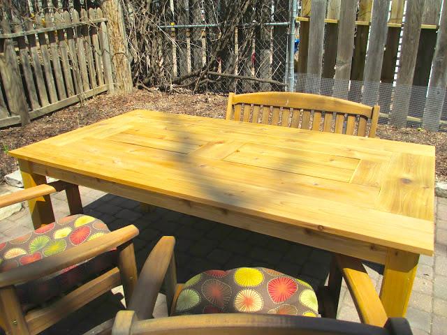 mesa de jardin con cubitera 15