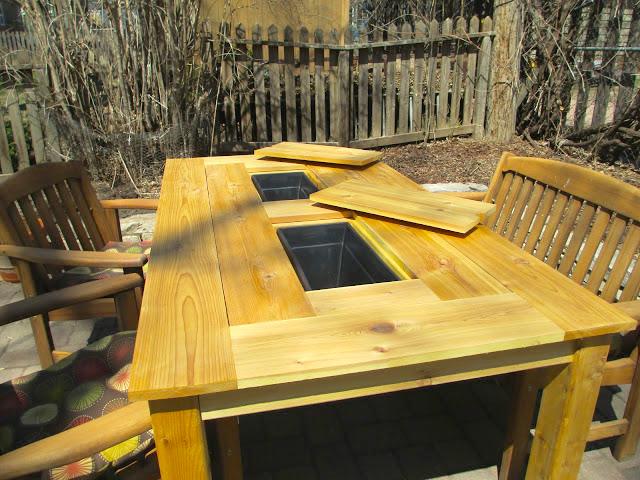 mesa de jardin con cubitera 16