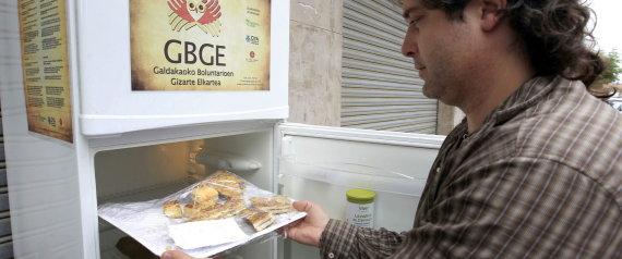 """UN """"FRIGORÍFICO SOLIDARIO"""" SALVA DE LA BASURA CIENTOS DE KILOS DE ALIMENTOS"""