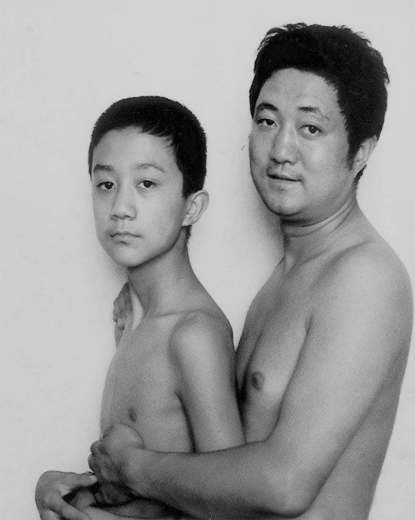 29 años haciendose fotos con su hijo 13