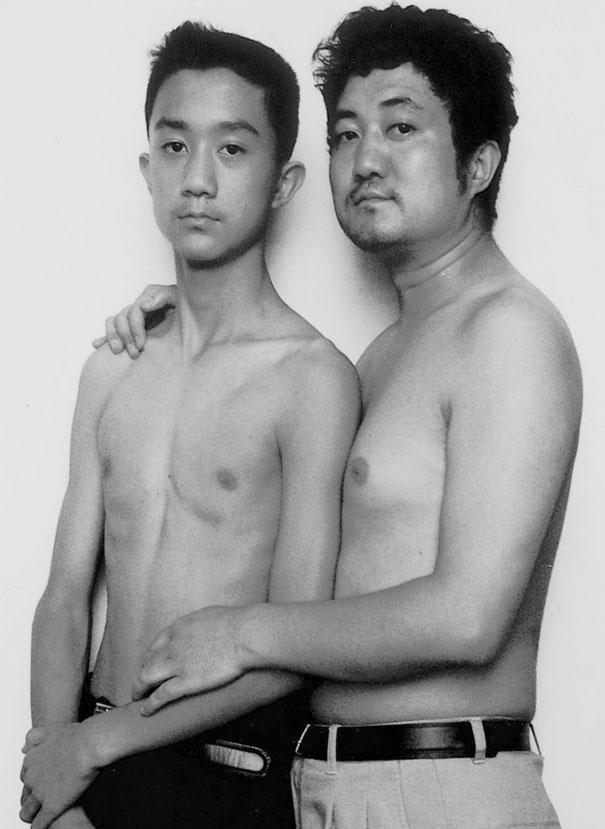 29 años haciendose fotos con su hijo 14