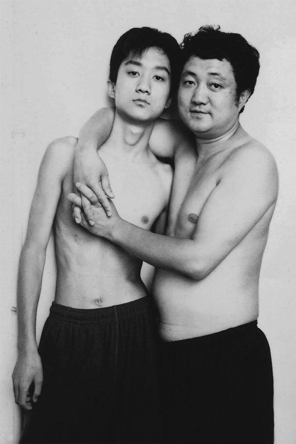 29 años haciendose fotos con su hijo 17