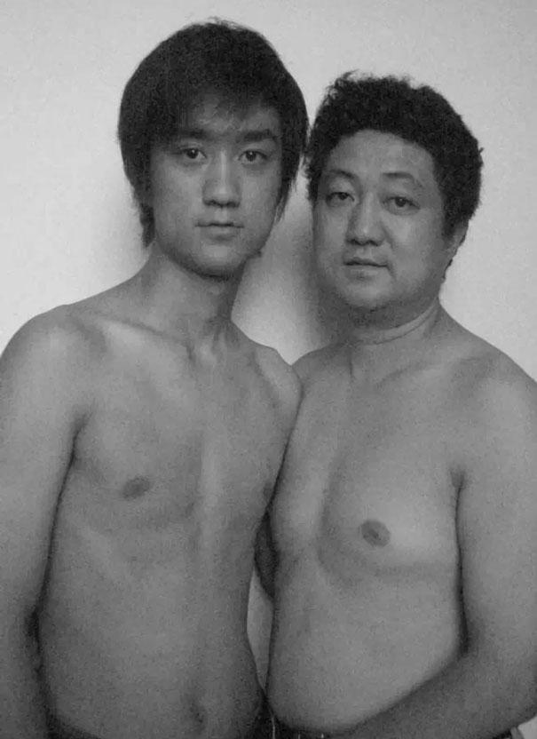 29 años haciendose fotos con su hijo 20