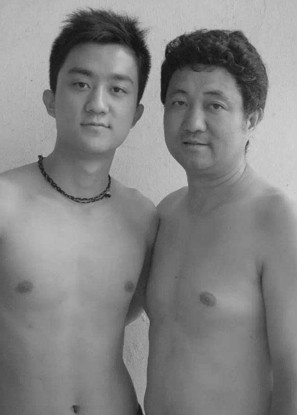 29 años haciendose fotos con su hijo 21