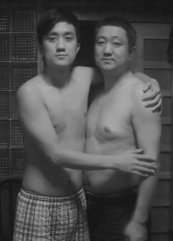 29 años haciendose fotos con su hijo 24