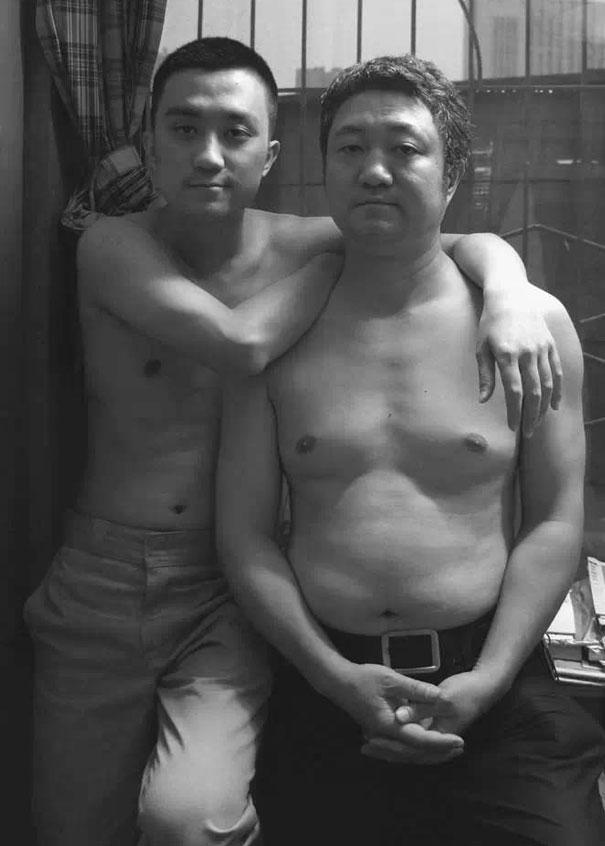 29 años haciendose fotos con su hijo 26