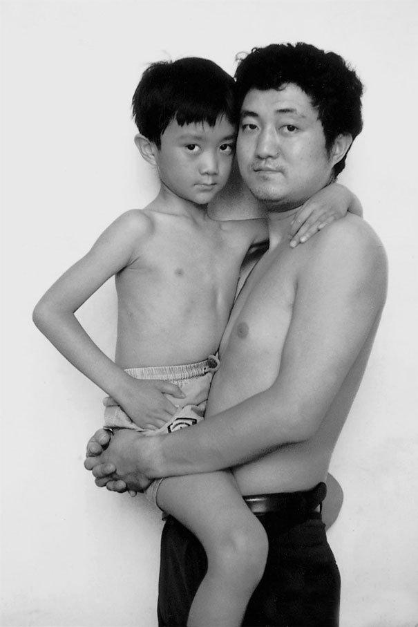 29 años haciendose fotos con su hijo 9