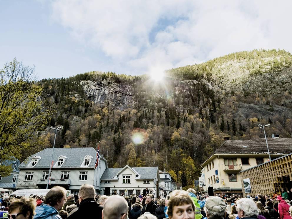 Rjukan el pueblo noruego que se pasa sumido en la oscuridad 6 meses al año 8
