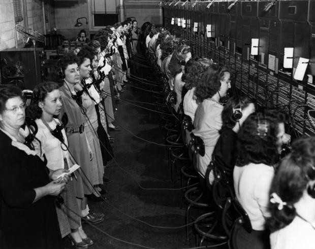 Las operadoras de Oak Rige preparándose para el cambio de turno en la centralita