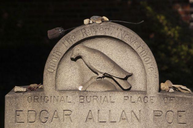 cuervos tumba de edgar allan poe