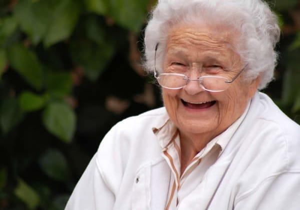 Un anciano pide ser enterrado con su dinero y la viuda cumple su voluntad muy inteligentemente… Entierro-con-dinero-4