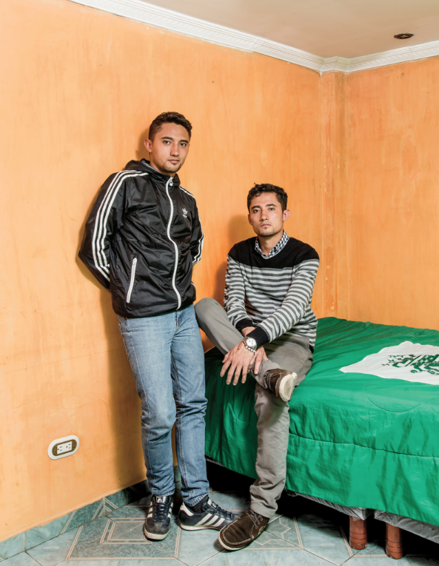 Jorge Enrique Bernal Castro y su hermano gemelo William Cañas Velasco - por Stefan Ruiz para The New York Times