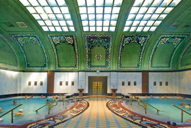 Baño Publico Mas Lujoso Del Mundo:Budapest Gellert Bath House