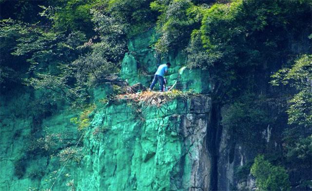 chino pinta pared de acantilado de verde porque le daba mal feng shui 1