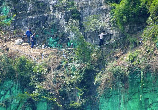 chino pinta pared de acantilado de verde porque le daba mal feng shui 2