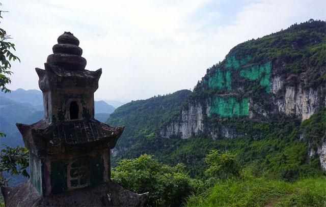 chino pinta pared de acantilado de verde porque le daba mal feng shui 3