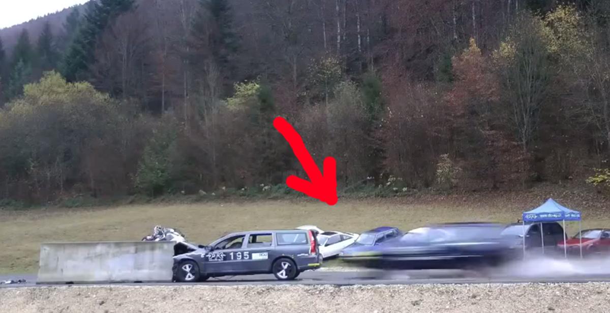 coche impactando a 200 kilometros por hora