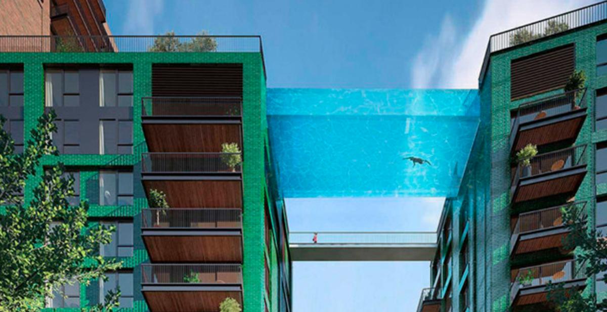 piscina de cristal suspendida en el aire